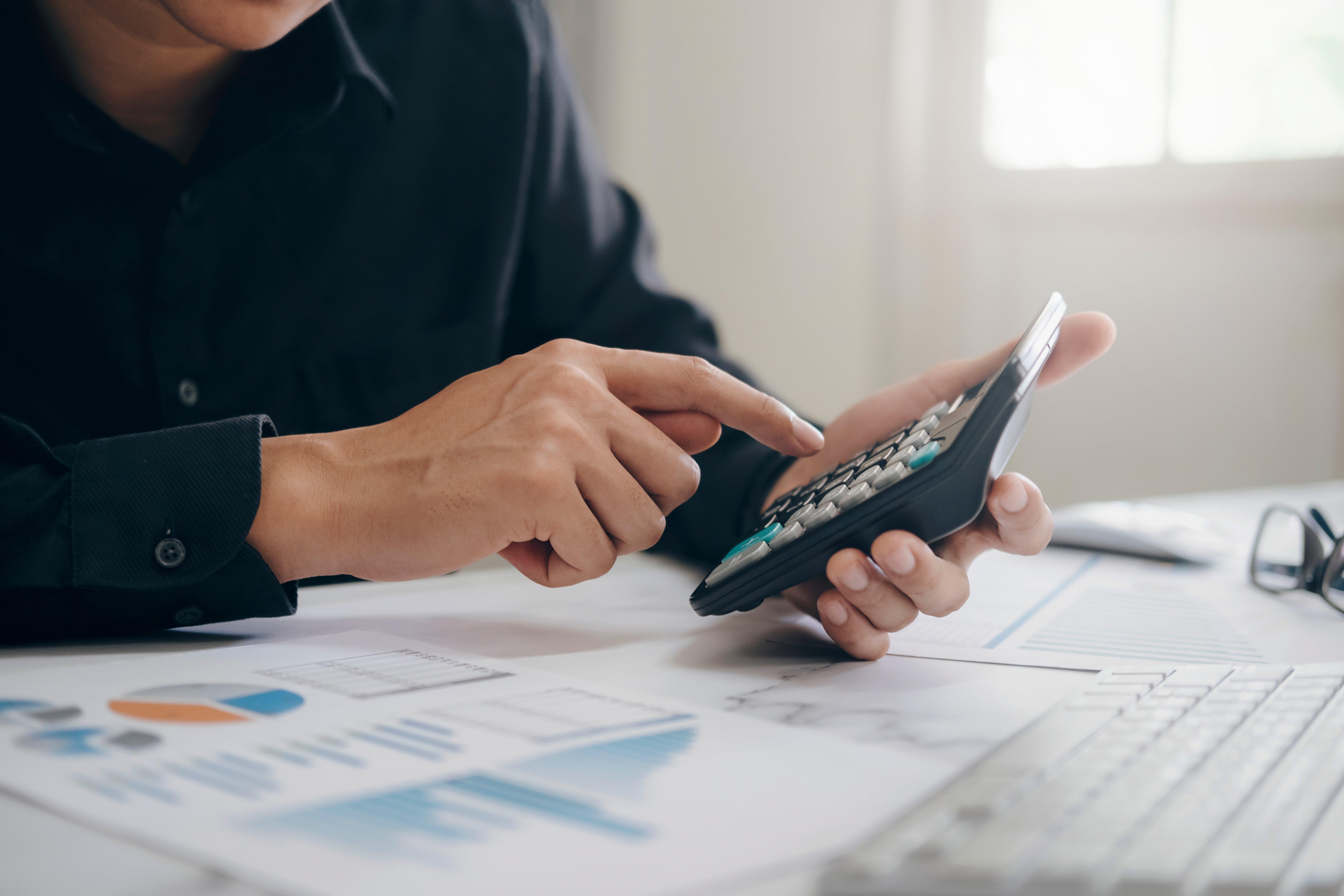 finances-saving-economy-concept-JX6Y5QP