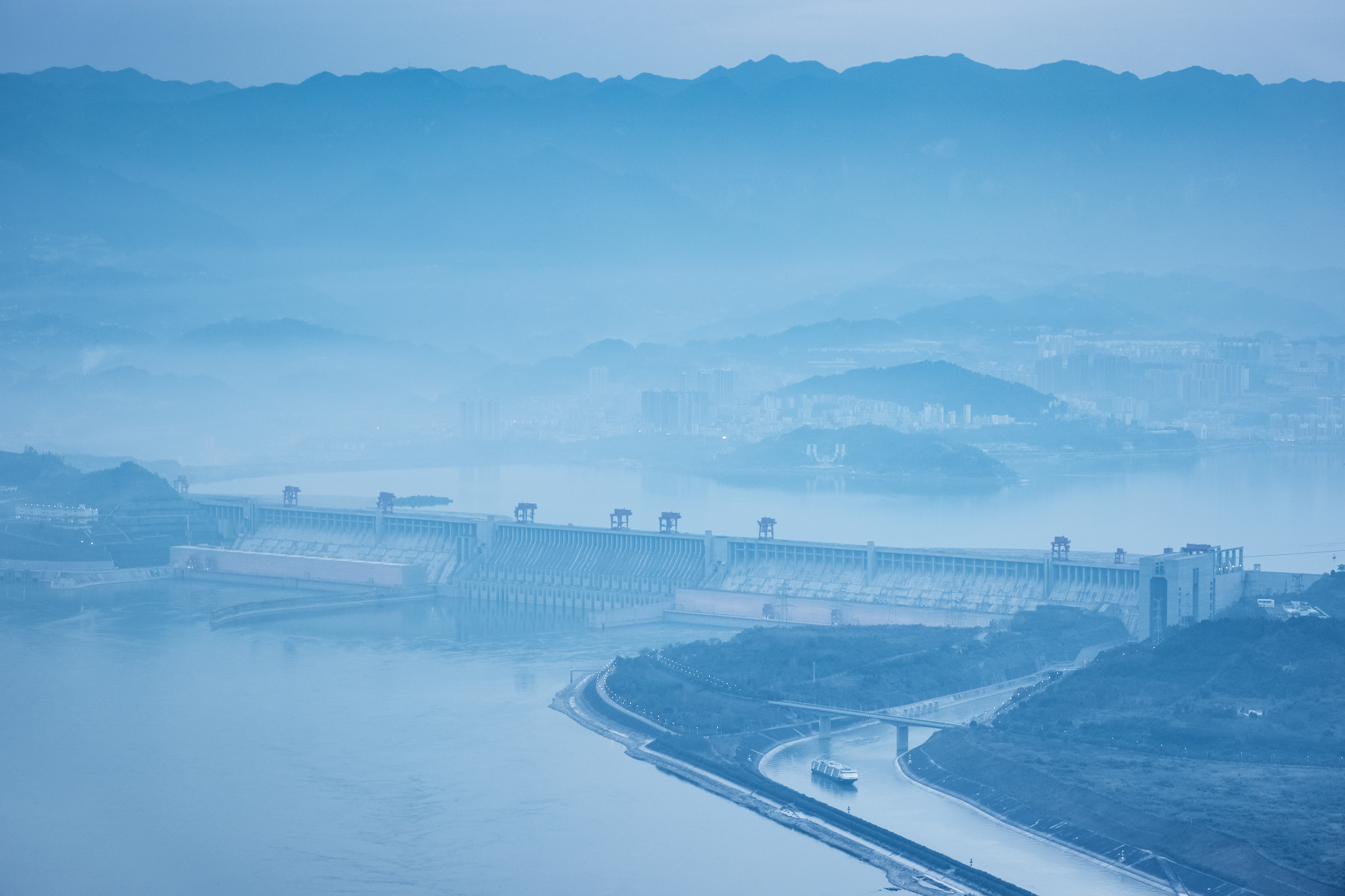 three-gorges-dam-at-dusk-with-blue-tone-WXZX953