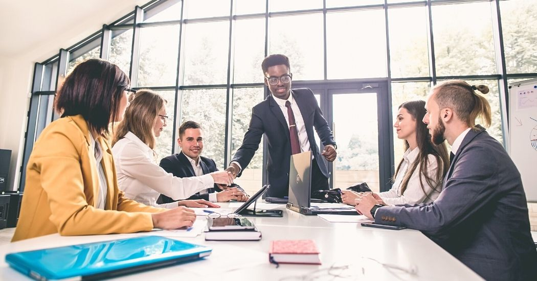 Características y objetivos de la organización empresarial