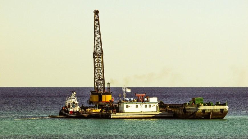 Maquinaría para la ejecución de puertos: transporte y vertido del material