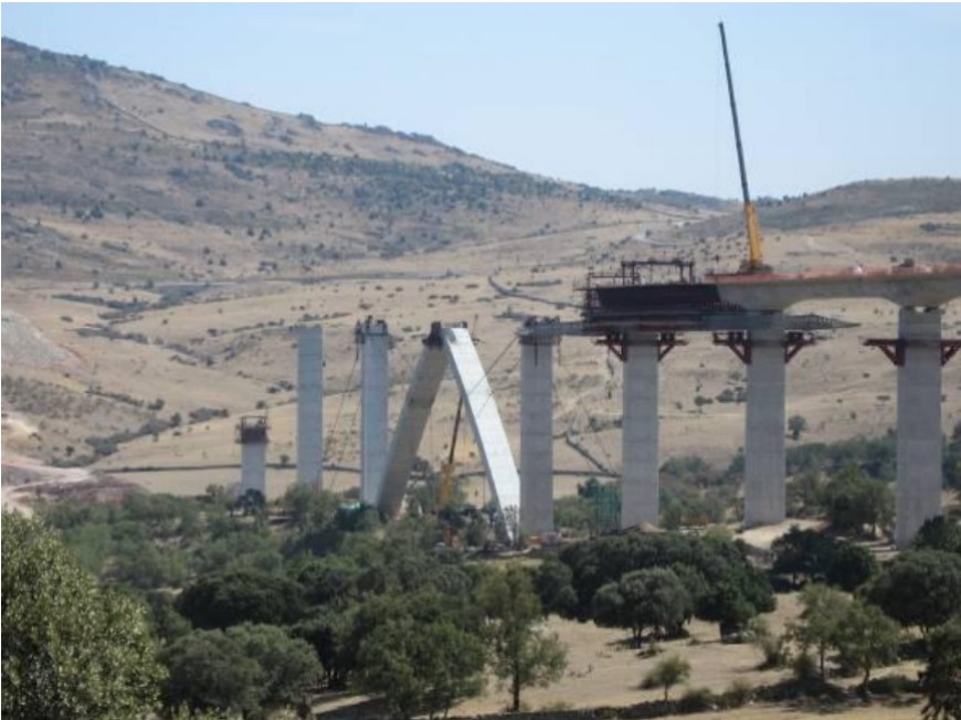 Tableros en puentes en arco: sistemas constructivos