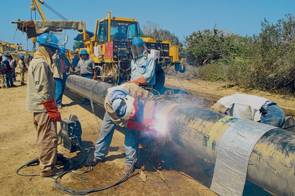 Imagen de obreros en trabajos de construcción de gaseoductos
