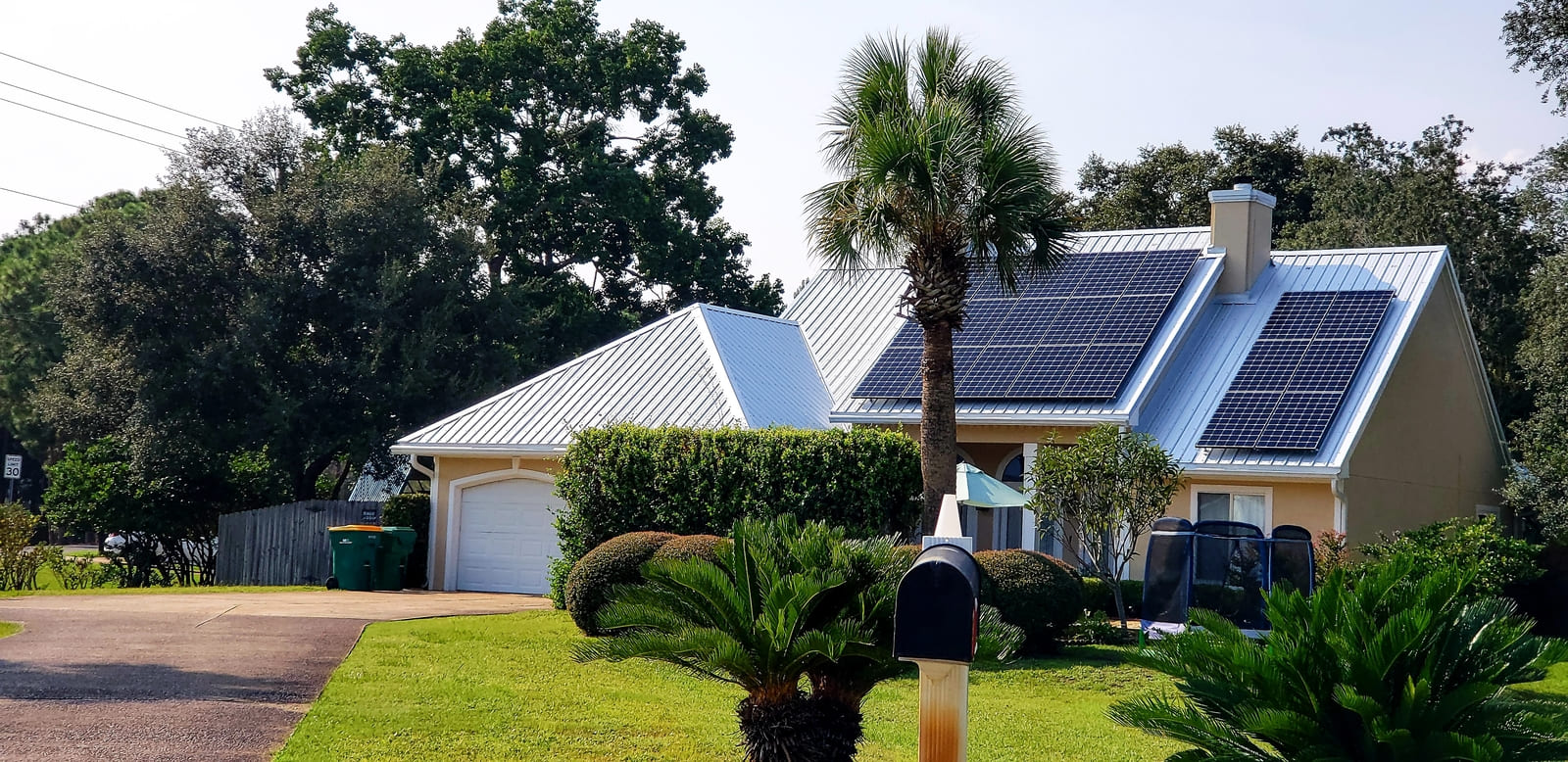 Traveling-through-a-nice-neighborhood-full-of-nice-eco-friendly-homes-i-found-one-standout-with_t20_qaz7vw%20%281%29%20%281%29